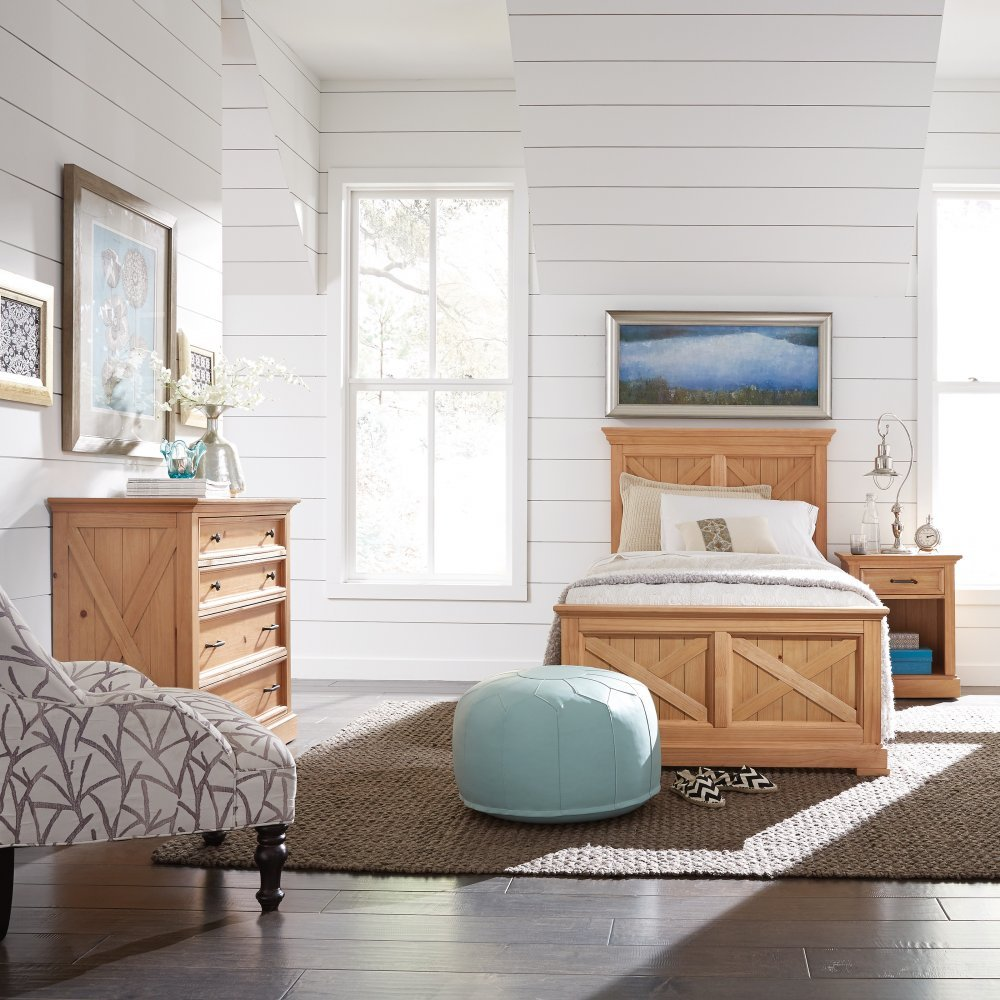 5524-400 bed shown with the 5524-41 chest and 5524-42 nightstand, sold separately.
