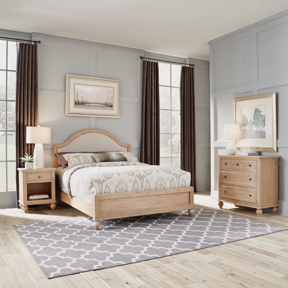 Cambridge Chest 5170-41 shown with Cambridge Queen Bed 5170-500 and Night Stand 5170-42